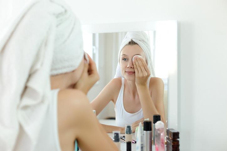 Como tirar maquiagem sem erros: saiba aqui!
